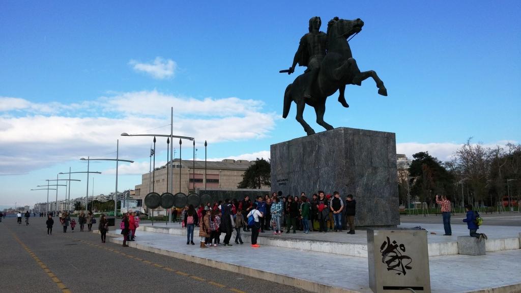 στο άγαλμα του Μ. Αλεξάνδρου